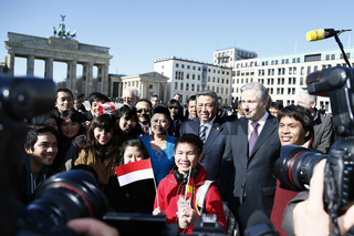 Klaus Wowereit welcomes the President of Indonesia Susilo Bambang Youdhoyono to Berlin.