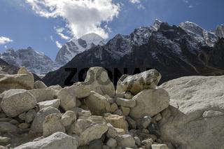 Peaks around the Bhagirathi valley