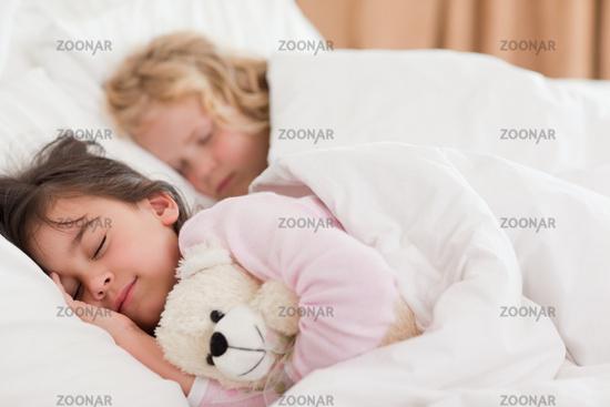 Порно фото брат трахнул спящую сестру