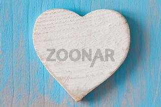 Herz auf Holzuntergrund