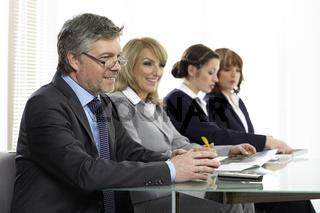Büroteam in der Konferenz