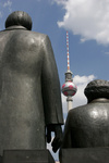 Marx und Engels vor dem Fernsehturm in der Bundeshauptstadt Berlin - Deutschland | communists Marx and Engels in front of the TV tower in the german capital Berlin Germany