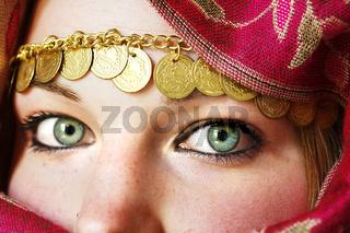 gesicht einer orientalisch gekleidete frau