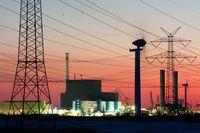 Kernkraftwerk Brunsbüttel bei Sonnenuntergang