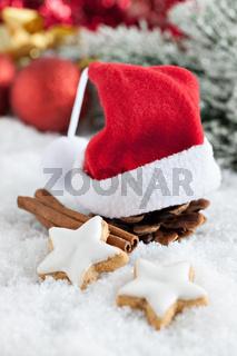 Zimt und Kekse