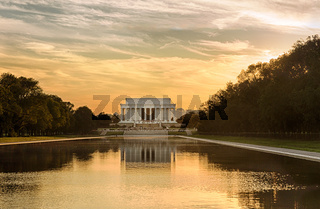 Setting sun on Jefferson memorial reflecting