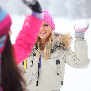 play snowballs play snowballs