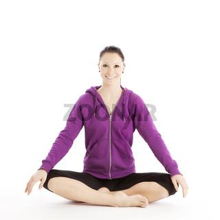 Sportliche juge Frau beim Entspannungstraining