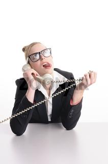 Geschäftsfrau hat Ärger am Telefon