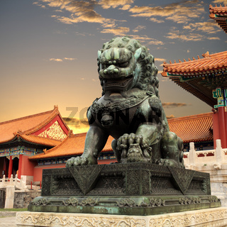 bronze lion in the forbidden city