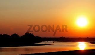 Sonnenuntergang am Luangwa, South Luangwa Nationalpark, Sambia, Sunset at Luangwa, South Luangwa Nationalpark, Zambia