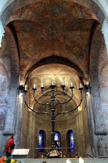 siebenarmiger Leuchter im Dom Sankt Blasii - Innenansicht