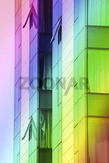 regenbogenfarbenes gran hotel in arrecife