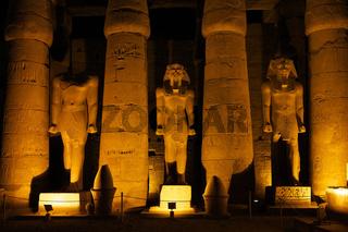 Ramses Statuen im Luxor Tempel