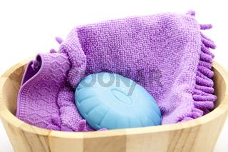 Blaue Seife mit Waschlappen