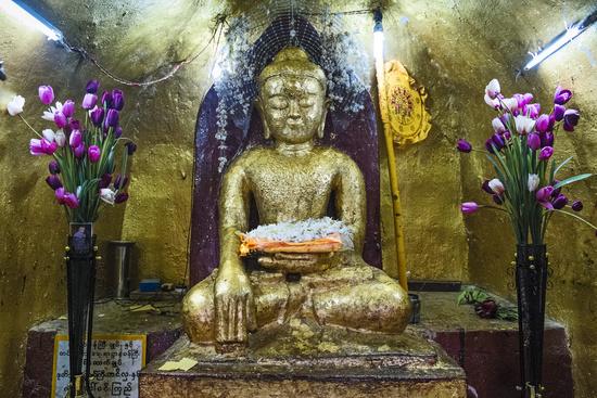 Beatgold covered Buddha statue at Shwezigon Pagoda