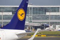 Lufthansa-Heckflosse am Frankurter Flughafen (nur redaktionell)