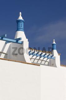 Hausfassade mit Schornstein in Albufeira