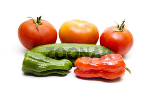 Tomate und Paprikas mit Gurke