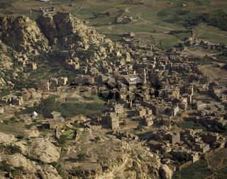 Luftaufnahme der Stadt Kaukaban im Jemen