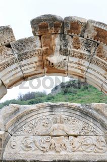 Ephesus Hadrian Tempel Götterwelten