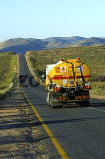 Shell Tankfahrzeug auf der N7 bei Springbok