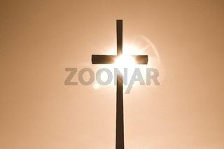 Kreuz im Sonnenlicht