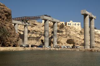 Bau einer Autobahnbrücke bei Ash Shab, Oman