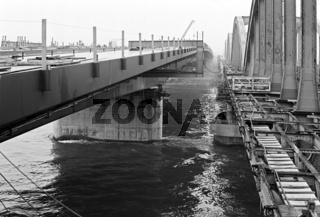 Alte und neue Floridsdorfer Brücke über die Donau