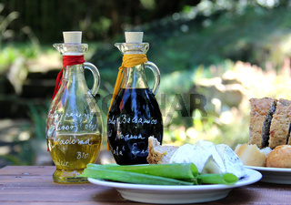 Balsamico vinegar and olive oil