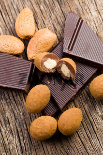almonds in chocolate with cinnamon