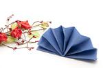 Blaue Serviette mit Blumen