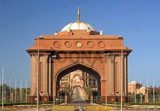 Triumphbogen am Eingang zum Emirates Palace Hotel