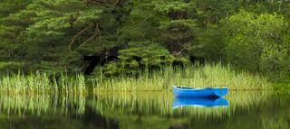 blaues Boot im See bei Killarny,Irland