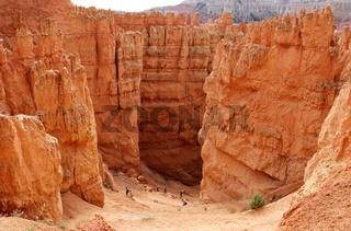 Blick hinab in die wall street des Bryce Canyon im Südwesten der USA.