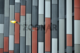 Fassade eines modernen Bürogebäudes, das Main Point Karlin gewann 2012 den MIPIM Award, das PSJ Invest Projekt mit fibreC Fassade wurde als bestes Bürogebäude der Welt ausgezeichnet, Prag, Böhmen, Tschechien, Tschechische Republik, Europa