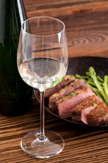 duck breast with asparagus and wine