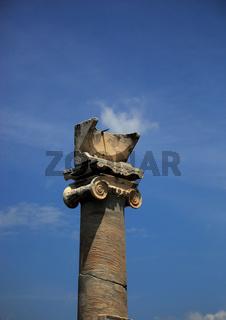 Apollotempel mit der Sonnenuhr - Säule aus der frühen Kaiserzeit