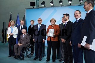 Merkel receives annual macroeconomic report