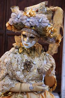 Maske mit Sektglas