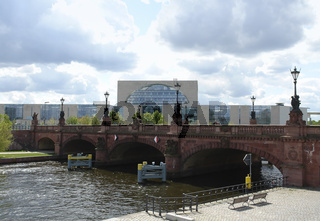Federal Chancellery and bridge