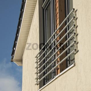 moderne Fassade eines Einfamilienhauses