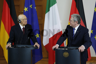 German President Gauck and Italian President Napolitano at press conference.
