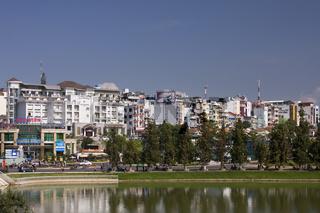 Blick auf das Stadtzentrum von   Dalat  , Dalat, zentrales Hochland, Vietnam, Asien