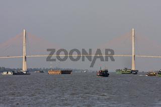 Cau Rach Mieu Brücke überspannt den  Mekong bei My Tho, Vietnam, Asien