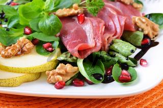 Gänsebrust auf Feldsalat