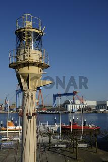 Leuchtturm vor dem Schifffahrtsmuseum in Kiel