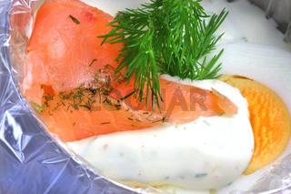 Lachs mit Ei und Dillmousse