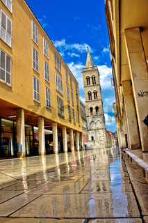 Calle larga - famous street after rain