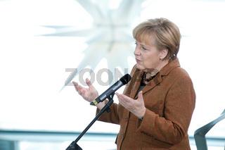 Angela Merkel beim Gespräch mit Angehörigen von Soldaten der Bundeswehr und Polizisten im Auslandseinsatz